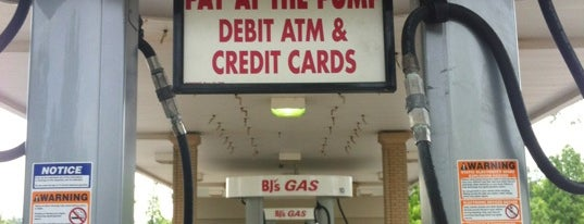 BJ's Gas Station is one of Lugares favoritos de Tracie.