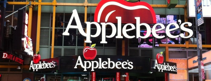 Applebee's Grill + Bar is one of Lugares favoritos de Michael.