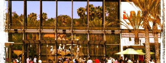 Los Angeles Zoo & Botanical Gardens is one of The Crowe Footsteps.