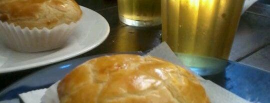 Café e Bar Columbia is one of Locais salvos de Thiago.