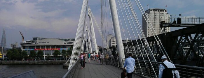 Hungerford & Golden Jubilee Bridges is one of Celal 님이 좋아한 장소.