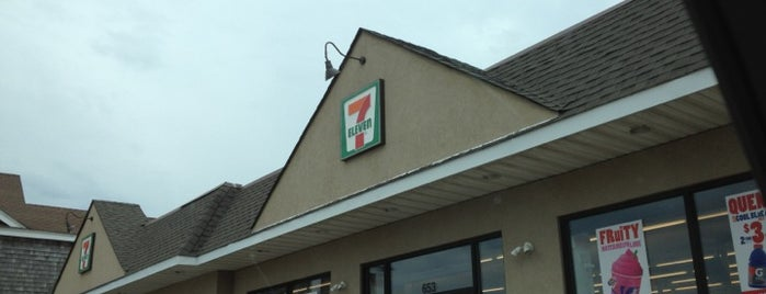 7-Eleven is one of Lisaさんのお気に入りスポット.