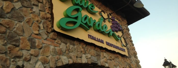 Olive Garden is one of Locais curtidos por Alistair.