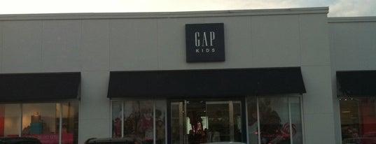 Gap is one of Tempat yang Disukai Tania.