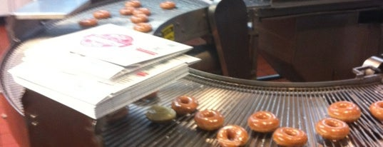 Krispy Kreme Doughnuts is one of Lugares guardados de Ron.