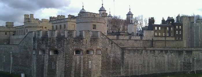 Torre de Londres is one of Top London attractions.