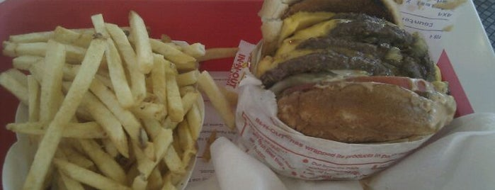 In-N-Out Burger is one of Matthew : понравившиеся места.