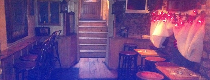 Mother Reillys Bar & Restaurant is one of Lieux qui ont plu à Emily.