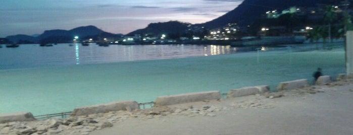Praia do Anil is one of Orte, die Gustavo gefallen.
