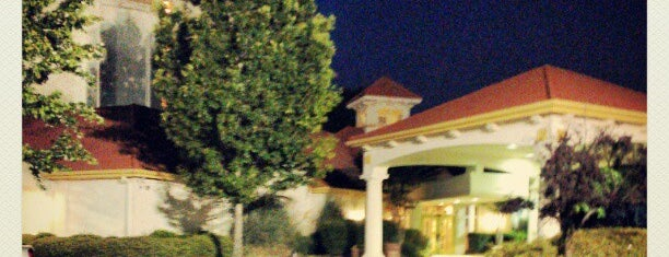 La Quinta Inn & Suites Charlotte Airport South is one of สถานที่ที่ Beto ถูกใจ.