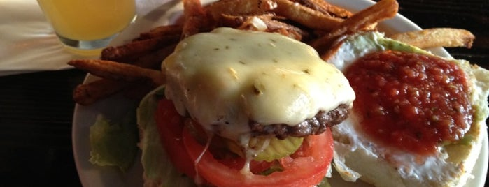 Short's Burger & Shine is one of Lugares favoritos de Michelle.