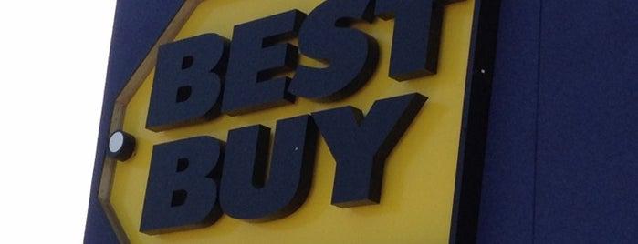 Best Buy is one of Tempat yang Disukai Matt.