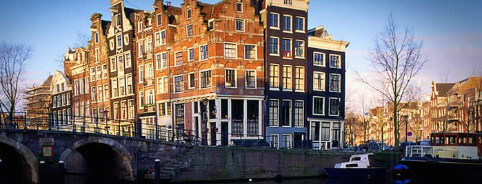 Crocked houses is one of Outstanding Amsterdam for backpackers.