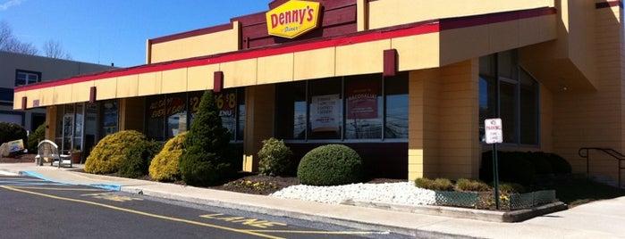 Denny's is one of Tyler'in Beğendiği Mekanlar.