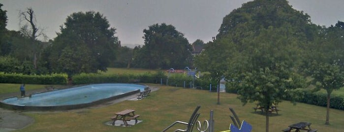 Croydon Road Recreation Ground is one of Best Parks In London.
