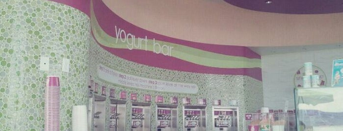 Menchie's Frozen Yogurt is one of Tempat yang Disukai Toni.