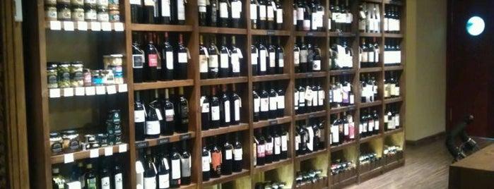 Zona d'Ombra is one of Vinos y vermuts en Barcelona.