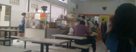 Lotek Kalipah Apo is one of Bandung's Legendary Eateries.