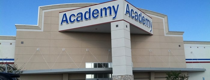 Academy Sports + Outdoors is one of Lieux qui ont plu à Lyndsy.