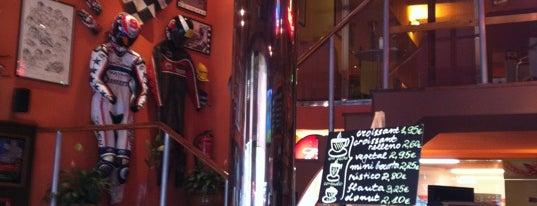 Planet Café is one of Sitios con WiFi en Barcelona.