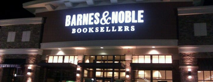 Barnes & Noble is one of สถานที่ที่ María Paz ถูกใจ.