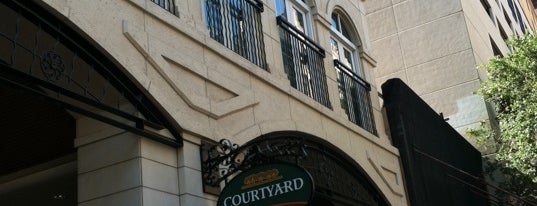 Courtyard by Marriott San Antonio Riverwalk is one of Tempat yang Disukai Ryan.