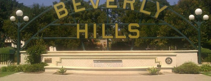 Beverly Hills Sign is one of Cali.