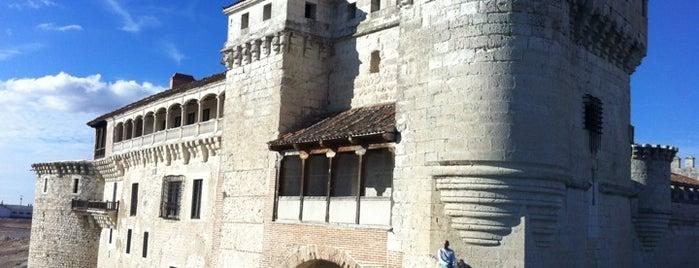 Castillo De Cuéllar is one of Tempat yang Disimpan Ridelis.