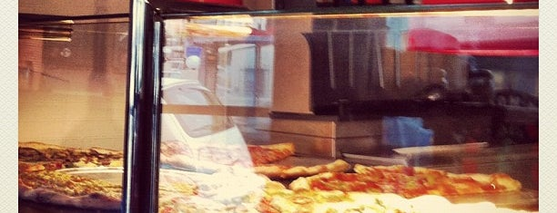 Escape From New York Pizza is one of Posti che sono piaciuti a Jared.