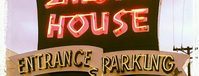 Smoke House Restaurant is one of Pacific Old-timey Bars, Cafes, & Restaurants.