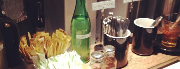 Fonté Café & Wine Bar is one of Seattle Met's Best Cheap Eats 2011.