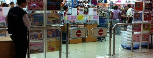 Daiso is one of le 4sq with Donald :).