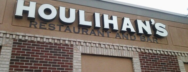Houlihan's is one of Lugares favoritos de Fred.