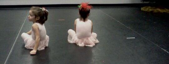Connolly Dance Arts is one of Ms. Damaris'in Beğendiği Mekanlar.