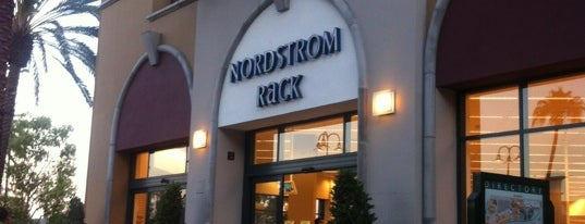 Nordstrom Rack is one of Locais curtidos por Kirti.