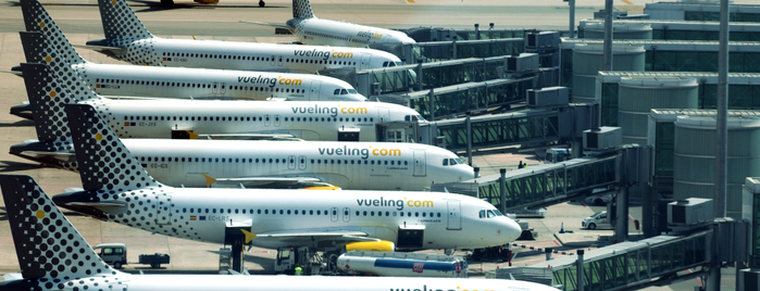 Terminal 1 is one of Locais curtidos por Vueling.