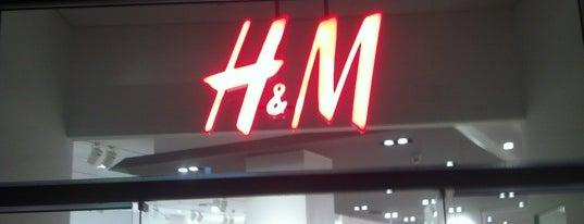 H&M is one of Orte, die Marija🍭 gefallen.