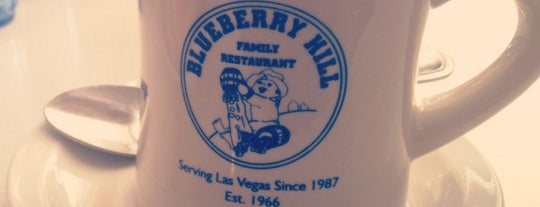 Blueberry Hill Family Restaurant is one of Lugares favoritos de Chris.