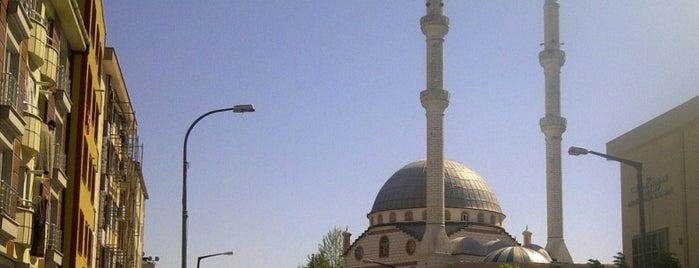 Hz. Hamza Camii is one of Lugares favoritos de Barış.