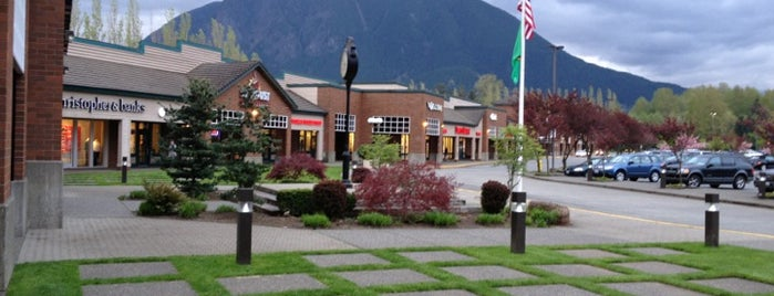 North Bend Premium Outlets is one of สถานที่ที่ Alexander ถูกใจ.