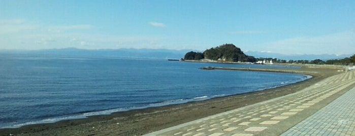 島郷海水浴場 is one of 日本の渚百選.
