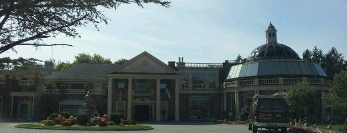 The Manor is one of Orte, die BECKY gefallen.