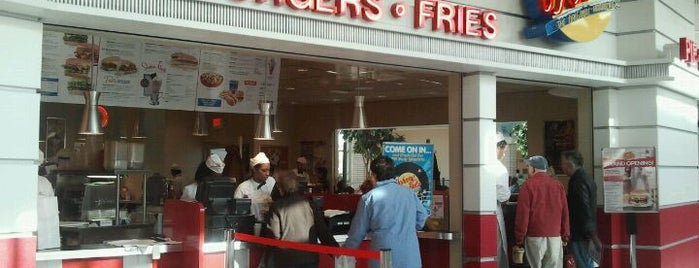 Johnny Rockets is one of Lugares favoritos de Lovely.