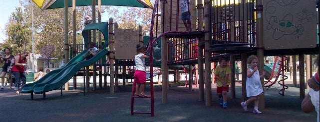 Van Nuys Sherman Oaks Park Universal Access Playground is one of Lieux qui ont plu à Nick.