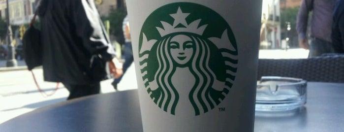 Starbucks is one of Lugares favoritos de Gaia.