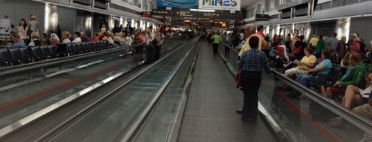 Moving Walkway is one of Lugares favoritos de Aptraveler.
