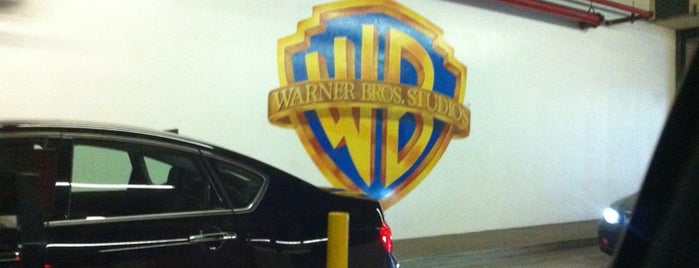 Warner Bros. Studios is one of Califórnia.
