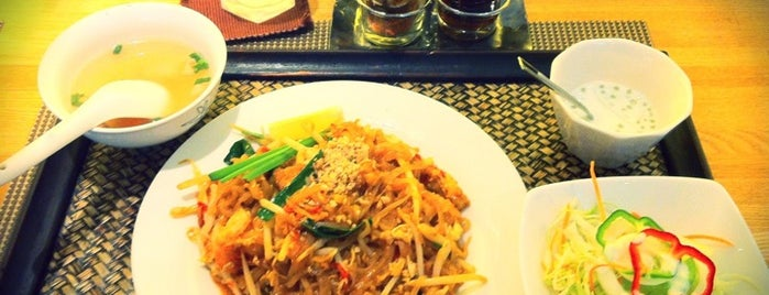 タイ料理店 シリパイリン is one of からいものチャージ用.