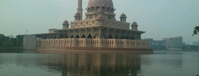 Tasik Putrajaya (Lake) is one of Attraction Places to Visit.