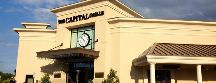 The Capital Grille is one of Lugares favoritos de Christopher.
